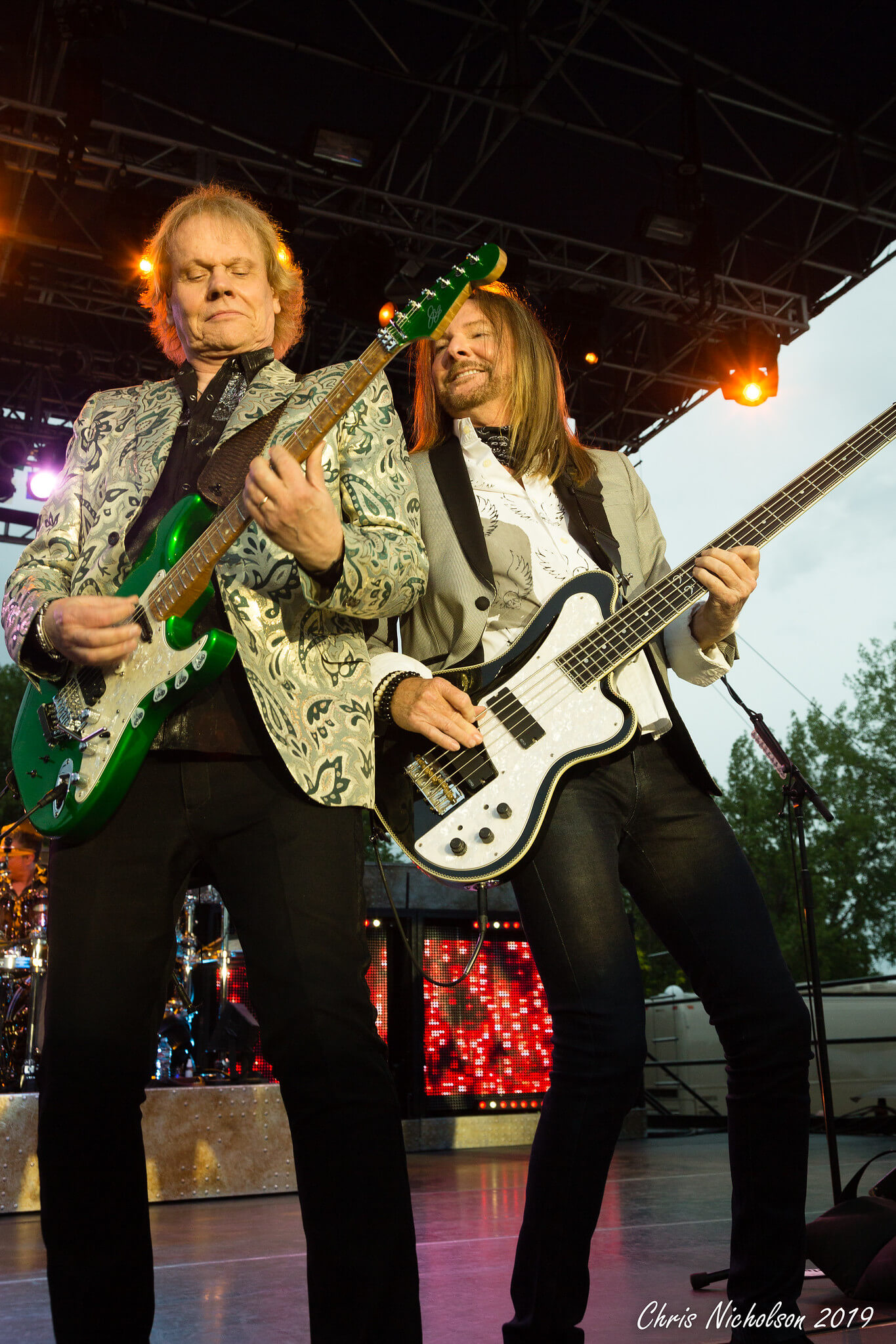 James Young (left) and Tommy Shaw (right). (Photo by Chris Nicholson)